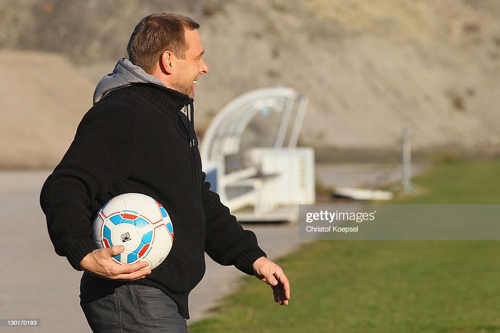<a gi-track='captionPersonalityLinkClicked' href=/galleries/search?phrase=Thomas+Haessler&family=editorial&specificpeople=786841 ng-click='$event.stopPropagation()'>Thomas Haessler</a> watches the FC Schalke training session at the training ground at Veltins Arena on October 24, 2011 in Gelsenkirchen, Germany.