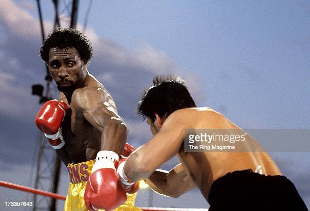 Thomas Hearns blocks the punch from Roberto Duran during the fight at Caesars Palace in Las Vegas Nevada Thomas Hearns won the WBC light middleweight...