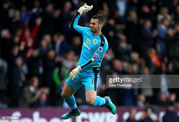 Thomas Heaton of Burnley celebrates his sides firsr goal during the Premier League match between Burnley and Everton at Turf Moor on October 22 2016...