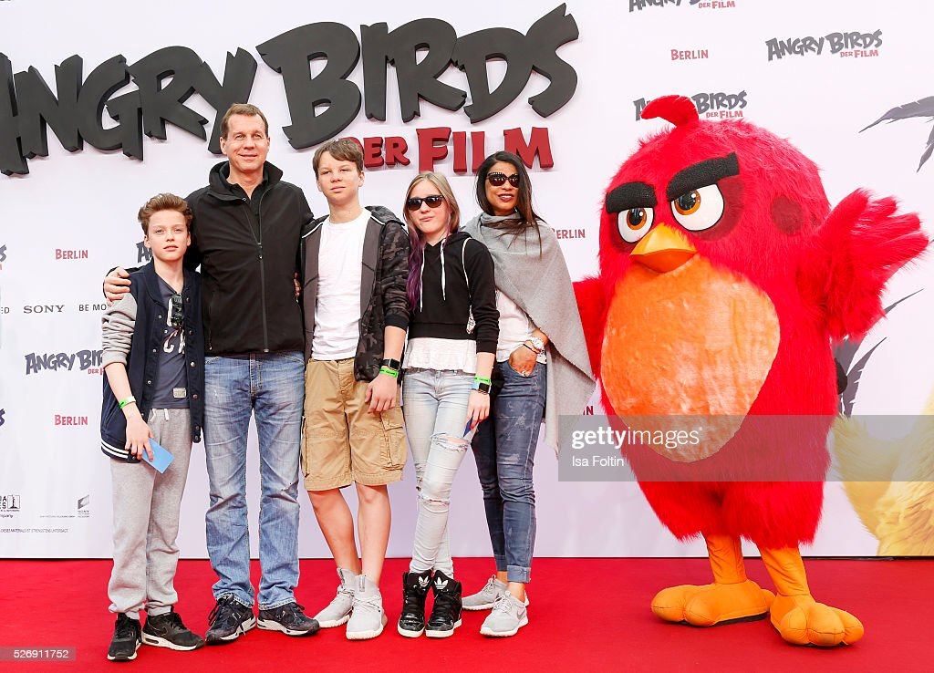 Thomas Heinze, his kids Sam, the twins Lucille and Lannon and his wife Jackie Brown attend the Berlin premiere of the film 'Angry Birds - Der Film' at CineStar on May 1, 2016 in Berlin, Germany.