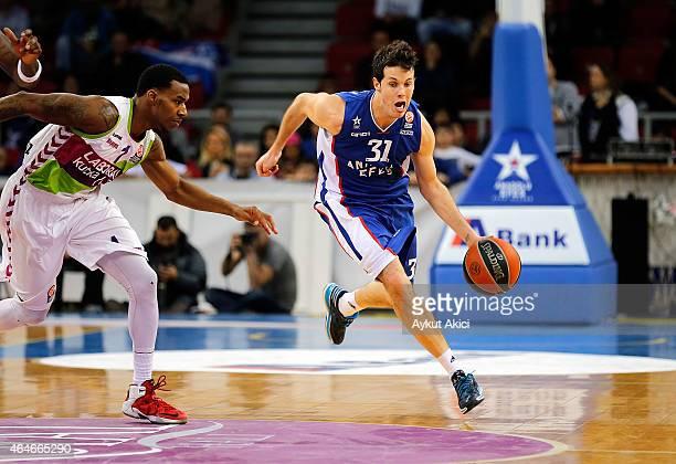 Thomas Heurtel #31 of Anadolu Efes Istanbul in action during the Turkish Airlines Euroleague Basketball Top 16 Date 8 game between Anadolu Efes...