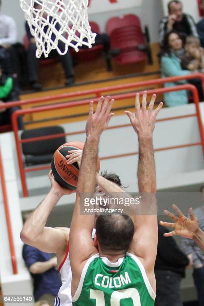 Thomas Heurtel of Anadolu Efes in action against Joaquin Colom of UNICS Kazan during the Turkish Airlines Euroleague basketball match between UNICS...
