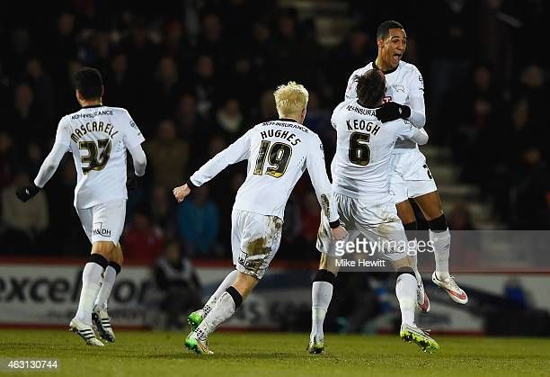 Thomas Ince of Derby County celebrates with Richard Keogh Will Hughes and Omar Mascarell as he scores their first and equalising goal during the Sky...