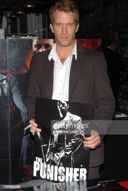 Thomas Jane holding a poster with artwork by Tim Bradstreet