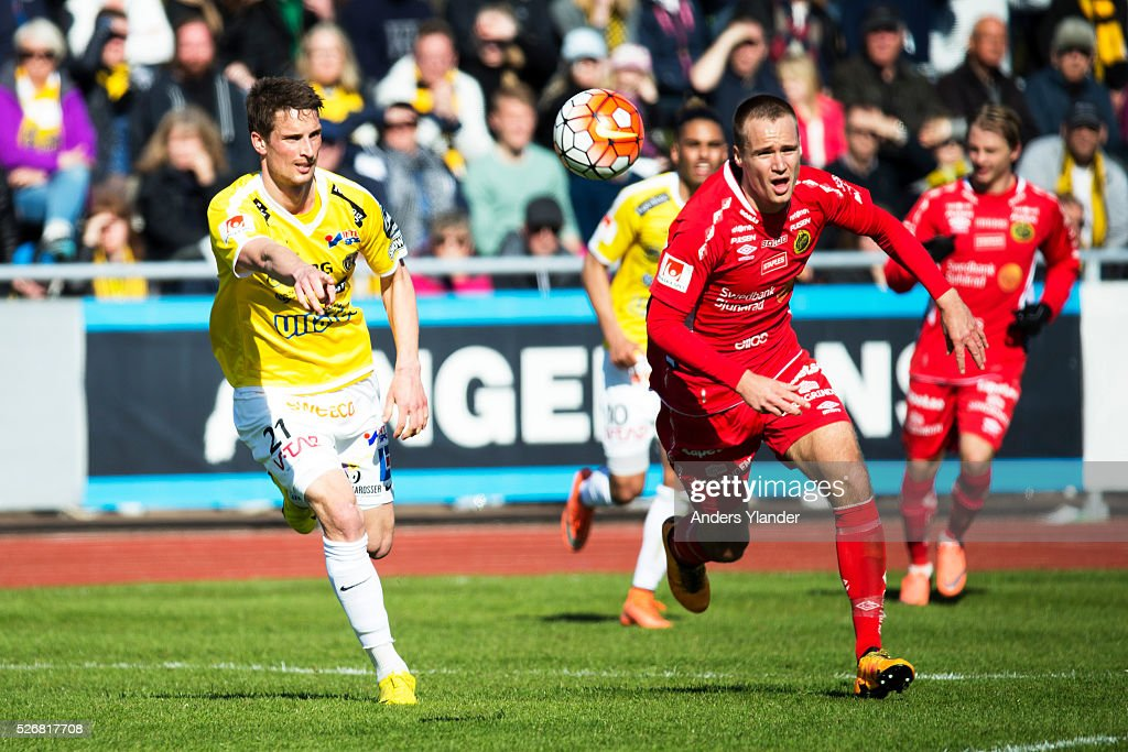 Thomas Juel-Nielsen of Falkenberg and Viktor Prodell of IF Elfsborg competes for the ball during the Allsvenskan match between Falkenbergs FF and IF Elfsborg at Falkenbergs IP on May 1, 2016 in Falkenberg, Sweden.