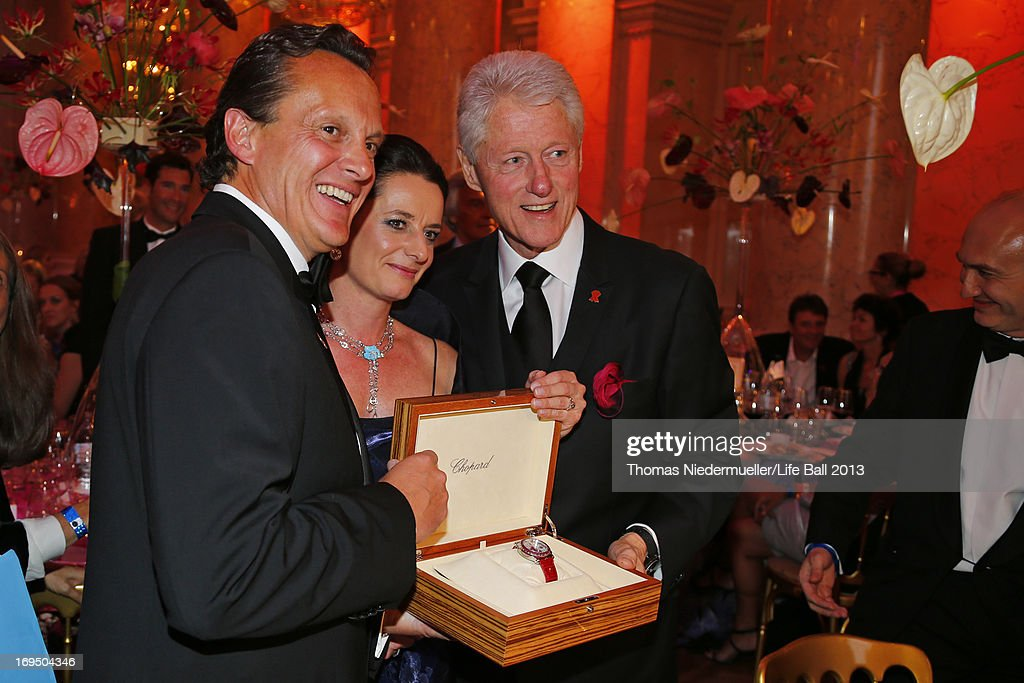 Thomas Koblmueller (L), <a gi-track='captionPersonalityLinkClicked' href=/galleries/search?phrase=Bill+Clinton&family=editorial&specificpeople=67203 ng-click='$event.stopPropagation()'>Bill Clinton</a> (R) and Silke Sautter attend the 'AIDS Solidarity Gala 2013' at Hofburg Vienna on May 25, 2013 in Vienna, Austria.
