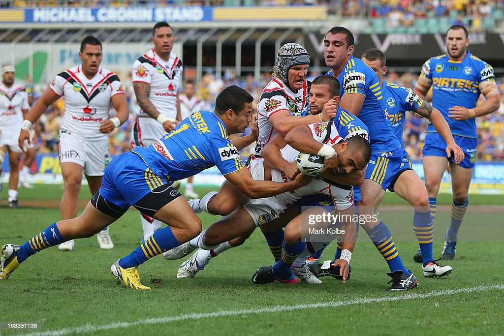 <a gi-track='captionPersonalityLinkClicked' href=/galleries/search?phrase=Thomas+Leuluai&family=editorial&specificpeople=650957 ng-click='$event.stopPropagation()'>Thomas Leuluai</a> of the Warriors crosses for a try only to have it disallowed during the round one NRL match between the Parramatta Eels and the Warriors at Parramatta Stadium on March 9, 2013 in Sydney, Australia.