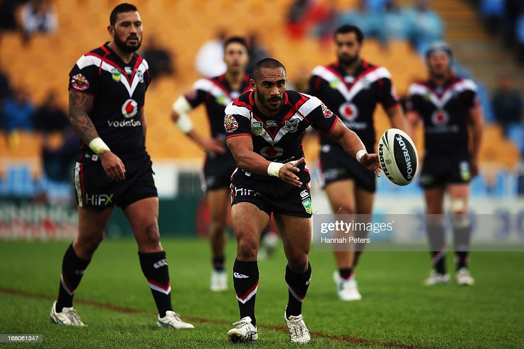 Thomas Leuluai of the Warriors passes the ball out during the round eight NRL match between the New Zealand Warriors and the Gold Coast Titans at Mt Smart Stadium on May 5, 2013 in Auckland, New Zealand.