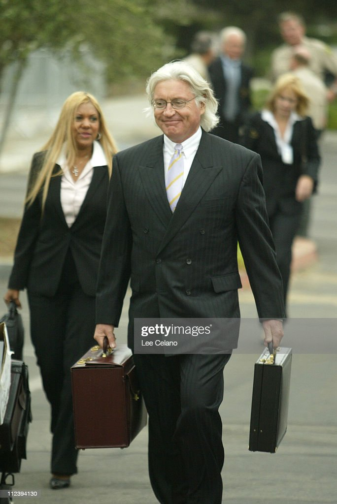 Michael Jackson Arrives for Pre-Trial Hearing on Child Molestation Charges - Outside Arrivals - September 17, 2004