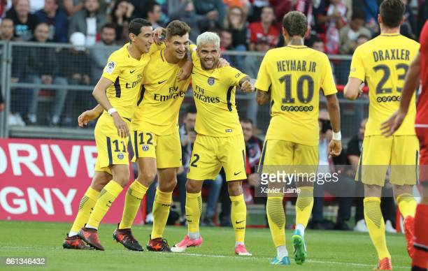 Thomas Meunier of Paris SaintGermain celebrate his second goal with Neymar Jr Angel Di Maria Dani Alves and Julian Draxler during the Ligue 1 match...