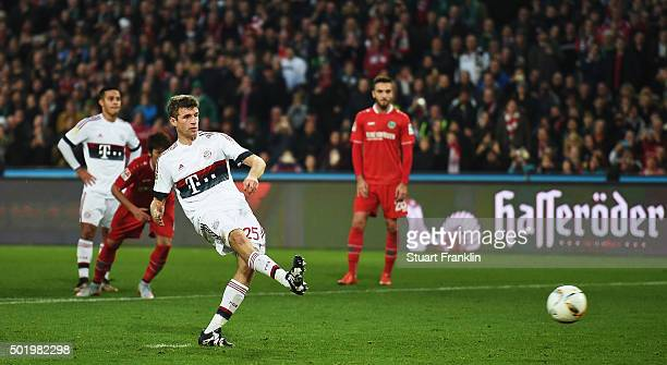 Thomas Müller of Muenchen scores the penalty goal during the Bundesliga match between Hannover 96 and FC Bayern Muenchen at HDIArena on December 19...