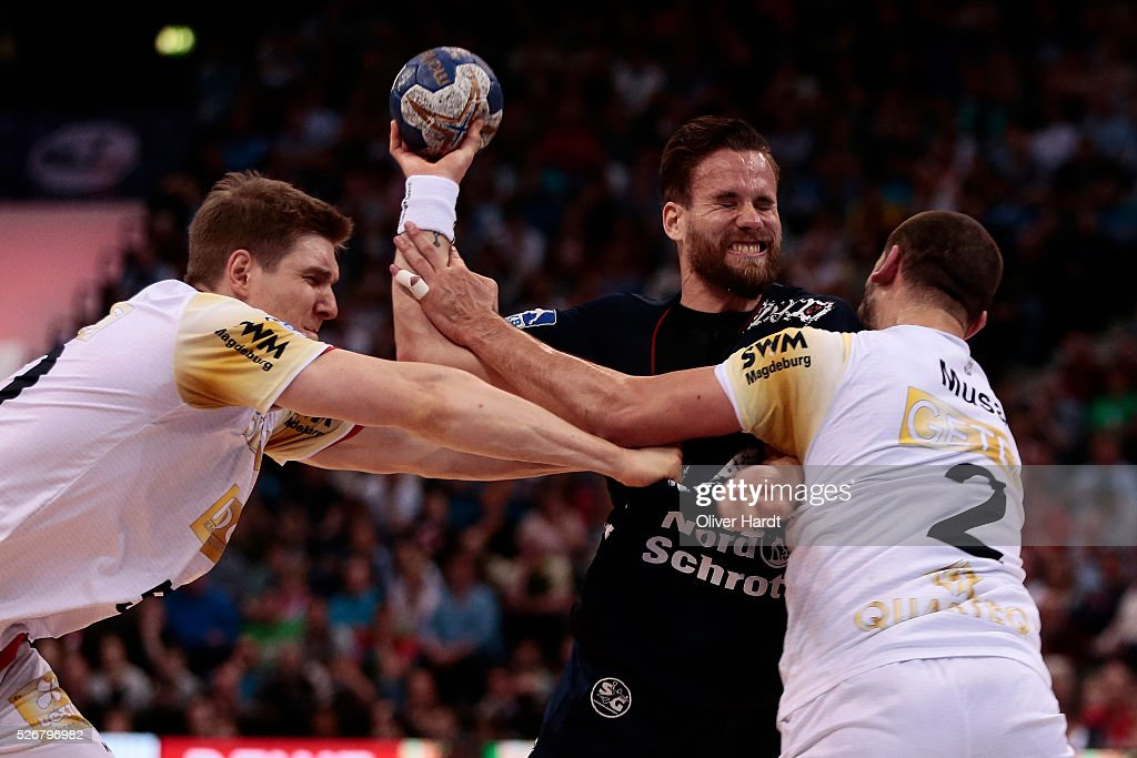 <a gi-track='captionPersonalityLinkClicked' href=/galleries/search?phrase=Thomas+Mogensen&family=editorial&specificpeople=4060426 ng-click='$event.stopPropagation()'>Thomas Mogensen</a> (C) of Flensburg challenges for the ball with Finn Lemke and Zeljko Musa (L-R) of Magdeburg during the DKB REWE Final Four Finale 2016 between SG Flensburg Handewitt and SC Magdeburg at Barclaycard Arena on May 1, 2016 in Hamburg, Germany.