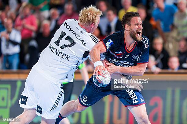 Thomas Mogensen of SG FlensburgHandewitt challenges Patrick Wiencek of THW Kiel during the DKB HandballBundesliga match at SparkassenArena on May 15...