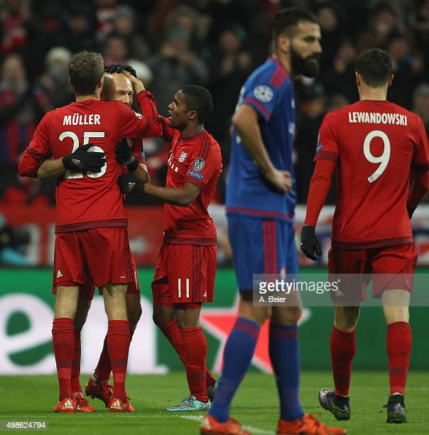 Thomas Mueller Arjen Robben Douglas Costa and Robert Lewandowski of Bayern Muenchen celebrate Mueller's first goal during the Champions League group...