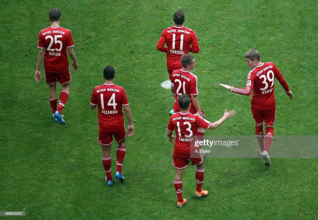 <a gi-track='captionPersonalityLinkClicked' href=/galleries/search?phrase=Thomas+Mueller&family=editorial&specificpeople=5842906 ng-click='$event.stopPropagation()'>Thomas Mueller</a>, <a gi-track='captionPersonalityLinkClicked' href=/galleries/search?phrase=Claudio+Pizarro&family=editorial&specificpeople=217807 ng-click='$event.stopPropagation()'>Claudio Pizarro</a>, <a gi-track='captionPersonalityLinkClicked' href=/galleries/search?phrase=Xherdan+Shaqiri&family=editorial&specificpeople=6923918 ng-click='$event.stopPropagation()'>Xherdan Shaqiri</a>, <a gi-track='captionPersonalityLinkClicked' href=/galleries/search?phrase=Philipp+Lahm&family=editorial&specificpeople=483746 ng-click='$event.stopPropagation()'>Philipp Lahm</a>, <a gi-track='captionPersonalityLinkClicked' href=/galleries/search?phrase=Rafinha+-+Soccer+Right+Back+-+Born+1985&family=editorial&specificpeople=634874 ng-click='$event.stopPropagation()'>Rafinha</a> and <a gi-track='captionPersonalityLinkClicked' href=/galleries/search?phrase=Toni+Kroos&family=editorial&specificpeople=638597 ng-click='$event.stopPropagation()'>Toni Kroos</a> (L-R) of Bayern Muenchen celebrate their team's goal during the Bundesliga match between FC Bayern Muenchen and SC Freiburg at Allianz Arena on February 15, 2014 in Munich, Germany.