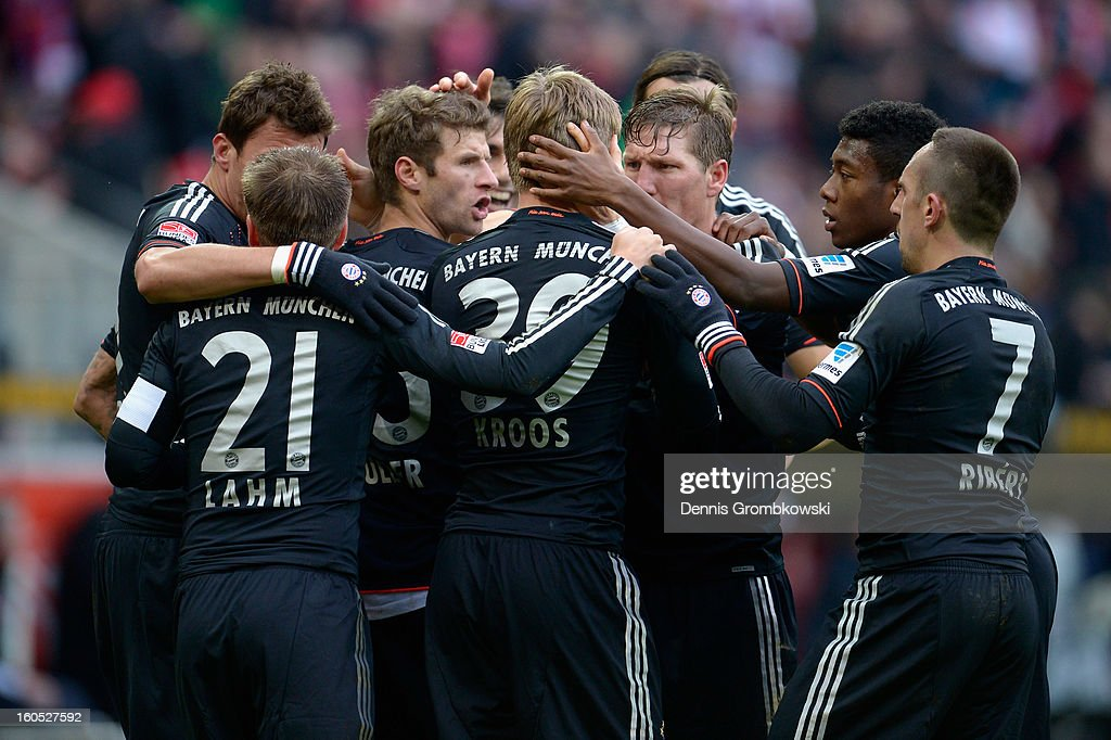 <a gi-track='captionPersonalityLinkClicked' href=/galleries/search?phrase=Thomas+Mueller&family=editorial&specificpeople=5842906 ng-click='$event.stopPropagation()'>Thomas Mueller</a> of Bayern celebrates with teammates after scoring his team's first goal during the Bundesliga match between 1. FSV Mainz 05 and FC Bayern Muenchen at Coface Arena on February 2, 2013 in Mainz, Germany.