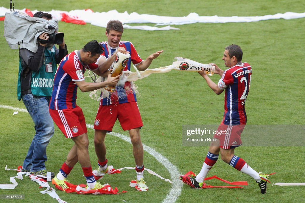 <a gi-track='captionPersonalityLinkClicked' href=/galleries/search?phrase=Thomas+Mueller&family=editorial&specificpeople=5842906 ng-click='$event.stopPropagation()'>Thomas Mueller</a> (C) of Bayern Muenchen and <a gi-track='captionPersonalityLinkClicked' href=/galleries/search?phrase=Claudio+Pizarro&family=editorial&specificpeople=217807 ng-click='$event.stopPropagation()'>Claudio Pizarro</a> are showered with beer by <a gi-track='captionPersonalityLinkClicked' href=/galleries/search?phrase=Philipp+Lahm&family=editorial&specificpeople=483746 ng-click='$event.stopPropagation()'>Philipp Lahm</a> (R) to celebrate winning the German Bundesliga Championship after the Bundesliga match between FC Bayern Muenchen and VfB Stuttgart at Allianz Arena on May 10, 2014 in Munich, Germany.