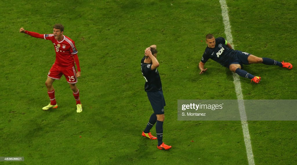 <a gi-track='captionPersonalityLinkClicked' href=/galleries/search?phrase=Thomas+Mueller&family=editorial&specificpeople=5842906 ng-click='$event.stopPropagation()'>Thomas Mueller</a> of Bayern Muenchen celebrates after scoring his team's second goal during the UEFA Champions League quarter final second leg match between FC Bayern Muenchen and Manchester United at Allianz Arena on April 9, 2014 in Munich, Germany.