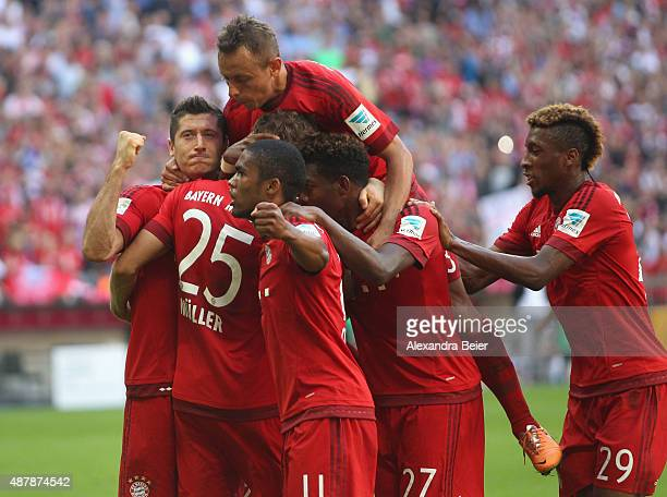Thomas Mueller of Bayern Muenchen celebrates his penalty goal with teammates Robert Lewandowski Rafinha Douglas Costa David Alaba and Kingsley Coman...