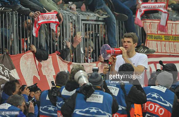 Thomas Mueller of Bayern Muenchen celebrates with the fans after the UEFA Champions League Round of 16 second leg match between FC Bayern Muenchen...
