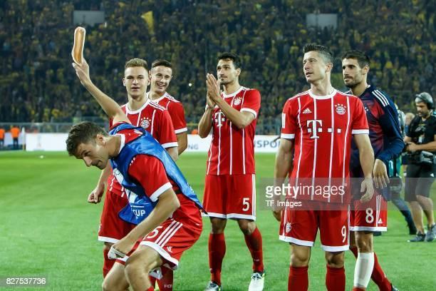 Thomas Mueller of Bayern Muenchen Joshua Kimmich of Bayern Muenchen Mats Hummels of Bayern Muenche and Robert Lewandowski of Bayern Muenchen...