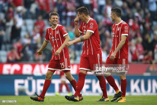 Thomas Mueller of Bayern Muenchen Niklas Suele of Bayern Muenchen and Robert Lewandowski of Bayern Muenchen celebrate after the Bundesliga match...