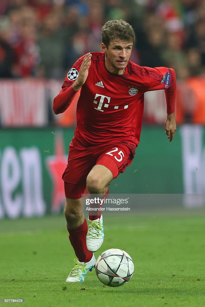Thomas Mueller of Bayern Muenchen runs with the ball during the UEFA Champions League semi final second leg match between FC Bayern Muenchen and Club Atletico de Madrid at Allianz Arena on May 3, 2016 in Munich, Germany.