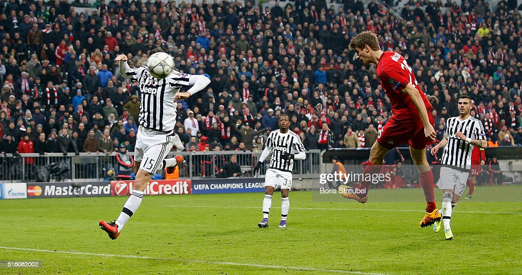 Thomas Mueller (R) of Bayern Muenchen scores his team's second goal during the UEFA Champions League round of 16 second leg match between FC Bayern Muenchen and Juventus Turin at Allianz Arena on March 16, 2016 in Munich, Germany.