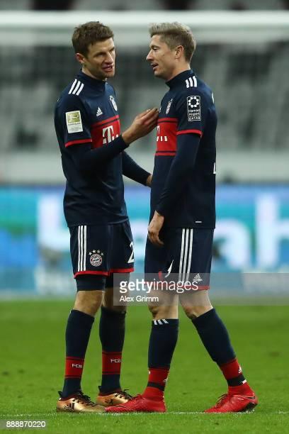 Thomas Mueller of Bayern Muenchen talks with Robert Lewandowski of Bayern Muenchen during the Bundesliga match between Eintracht Frankfurt and FC...