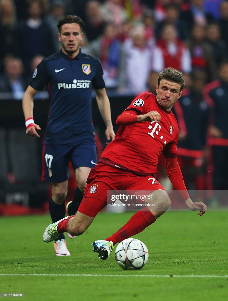 Thomas Mueller of Bayern Munich stretches for the ball during UEFA Champions League semi final second leg match between FC Bayern Muenchen and Club Atletico de Madrid at Allianz Arena on May 3, 2016 in Munich, Germany.