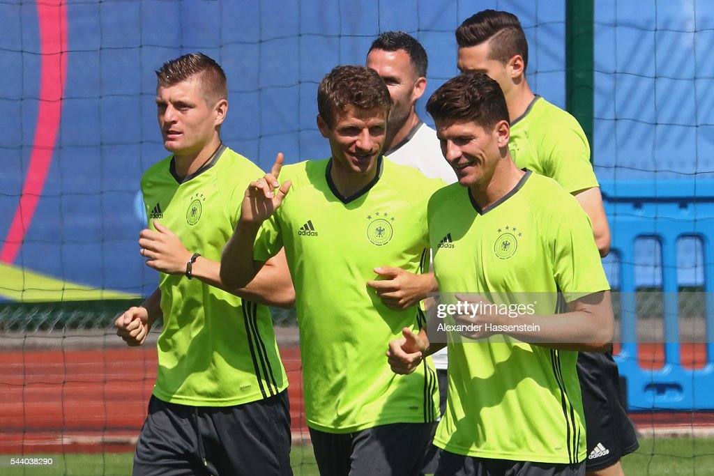 <a gi-track='captionPersonalityLinkClicked' href=/galleries/search?phrase=Thomas+Mueller&family=editorial&specificpeople=5842906 ng-click='$event.stopPropagation()'>Thomas Mueller</a> of Germany runs with his team mates <a gi-track='captionPersonalityLinkClicked' href=/galleries/search?phrase=Toni+Kroos&family=editorial&specificpeople=638597 ng-click='$event.stopPropagation()'>Toni Kroos</a> (L) and <a gi-track='captionPersonalityLinkClicked' href=/galleries/search?phrase=Mario+Gomez+-+Soccer+Player&family=editorial&specificpeople=635161 ng-click='$event.stopPropagation()'>Mario Gomez</a> (R) during a Germany training session ahead of their Euro 2016 quarter final match against Italy at Ermitage Evian on July 01, 2016 in Evian-les-Bains, France.