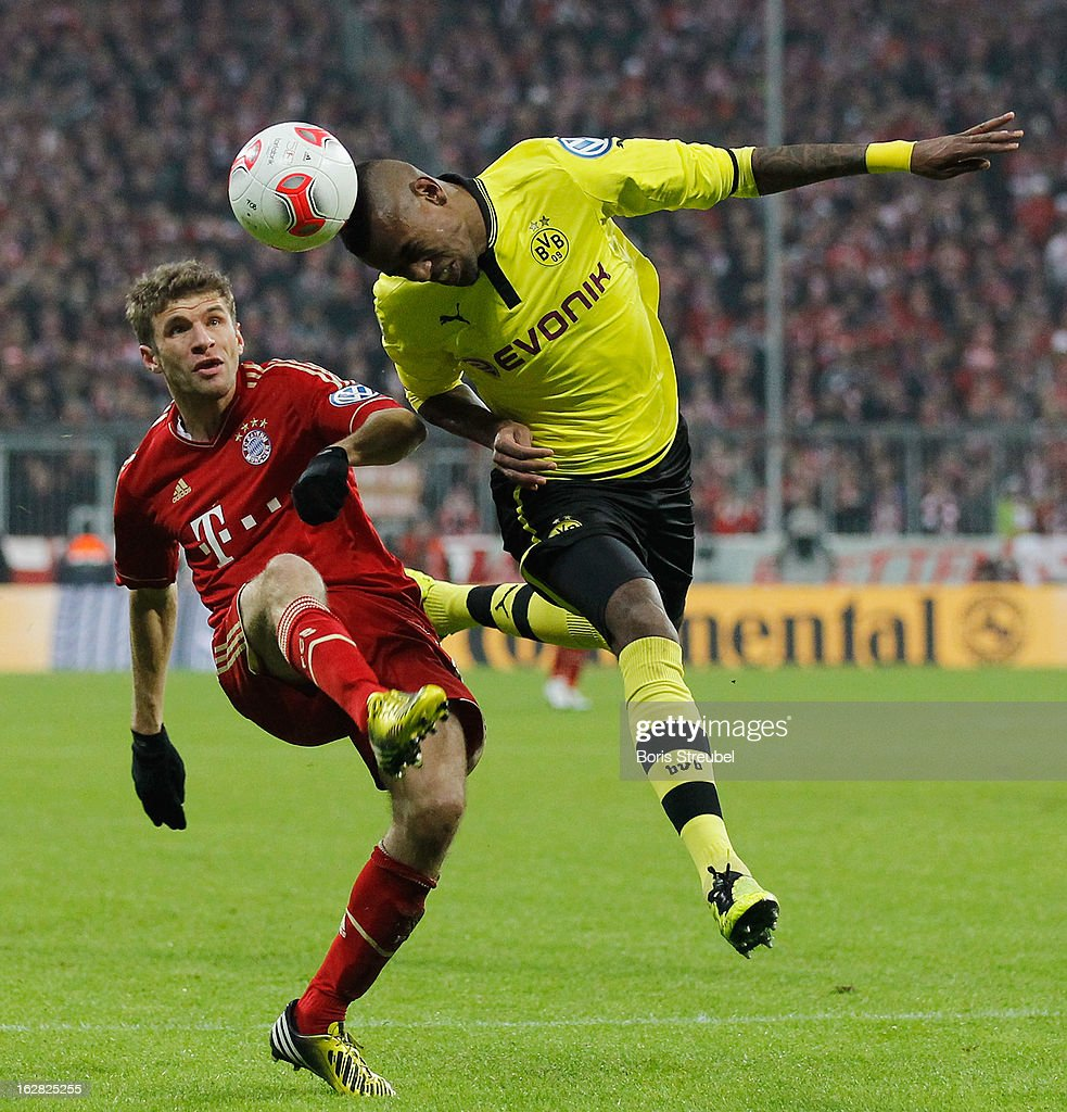 <a gi-track='captionPersonalityLinkClicked' href=/galleries/search?phrase=Thomas+Mueller&family=editorial&specificpeople=5842906 ng-click='$event.stopPropagation()'>Thomas Mueller</a> (L) of Muenchen and <a gi-track='captionPersonalityLinkClicked' href=/galleries/search?phrase=Felipe+Santana&family=editorial&specificpeople=5422021 ng-click='$event.stopPropagation()'>Felipe Santana</a> of Dortmund fight for the ball during the DFB Cup Quarter Final match between FC Bayern Muenchen and Borussia Dortmund at Allianz Arena on February 27, 2013 in Munich, Germany.