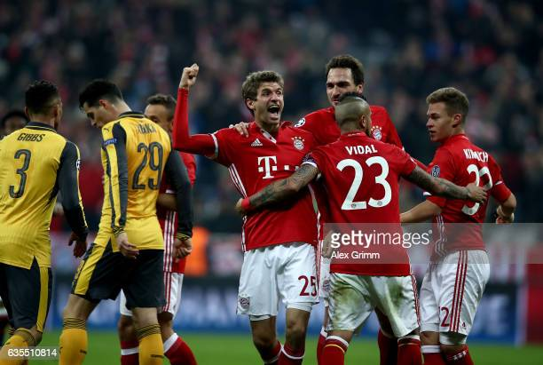 Thomas Mueller of Muenchen celebrate with his team mates after he scores the 5th goal during the UEFA Champions League Round of 16 first leg match...