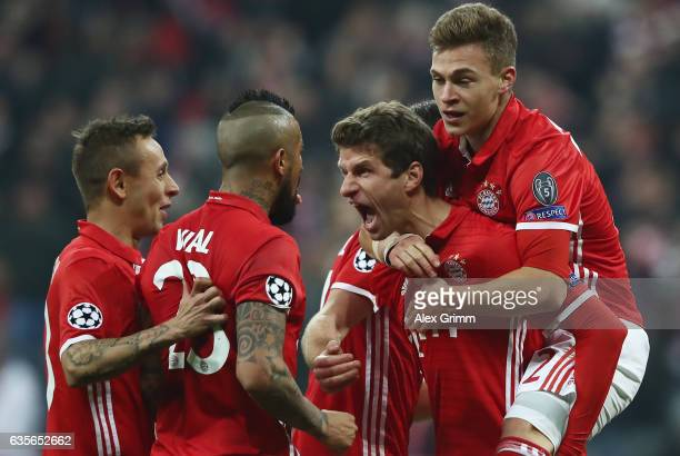 Thomas Mueller of Muenchen celebrates his team's fifth goal with team mates Rafinha Arturo Vidal and Joshua Kimmich during the UEFA Champions League...