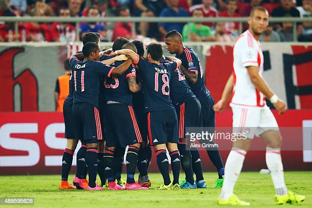 Thomas Mueller of Muenchen celebrates his team's first goal with team mates during the UEFA Champions League Group F match between Olympiacos FC and...