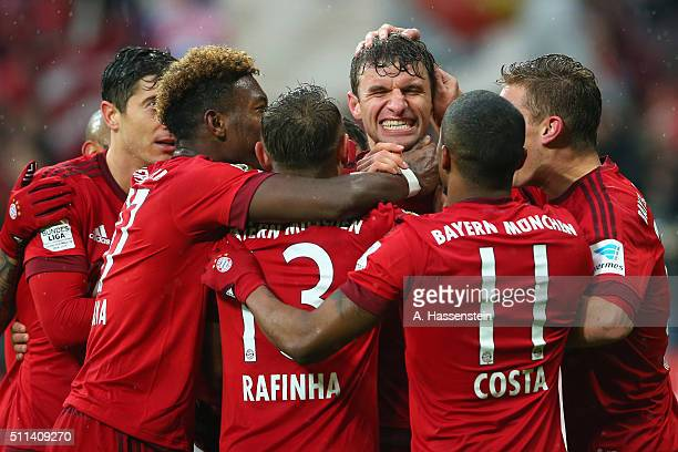 Thomas Mueller of Muenchen celebrates scoring the 2nd team goal with his team mates during the Bundesliga match between FC Bayern Muenchen and SV...