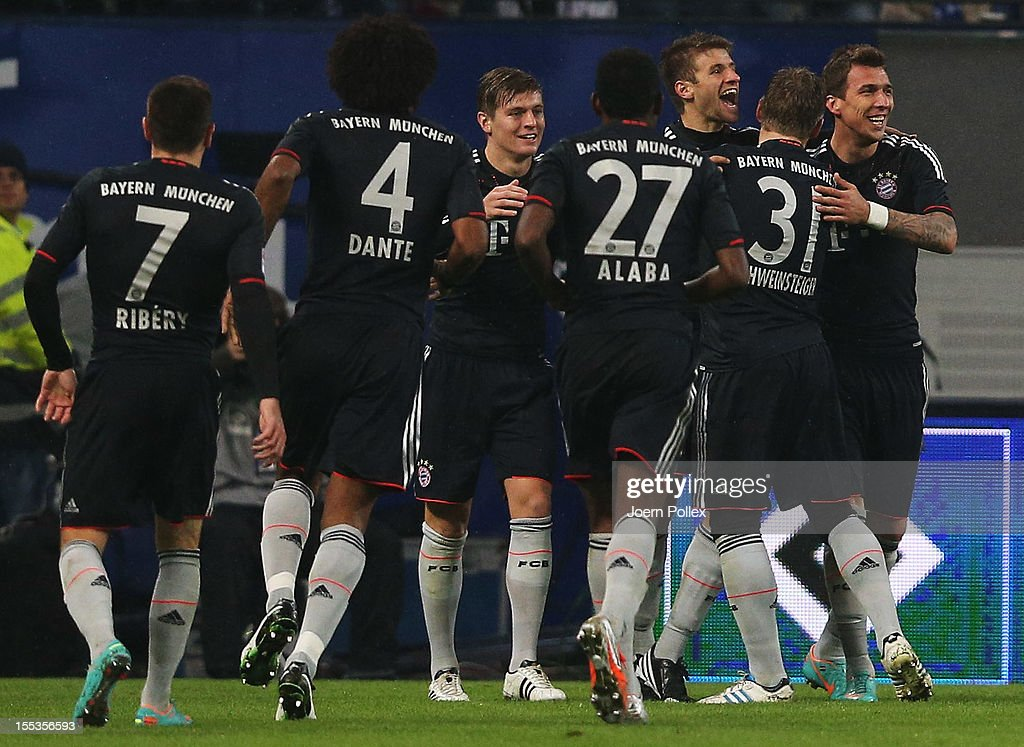<a gi-track='captionPersonalityLinkClicked' href=/galleries/search?phrase=Thomas+Mueller&family=editorial&specificpeople=5842906 ng-click='$event.stopPropagation()'>Thomas Mueller</a> (3rd R) of Muenchen celebrates with his team mates after scoring his team's second goal during the Bundesliga match between Hamburger SV and FC Bayern Muenchen at Imtech Arena on November 3, 2012 in Hamburg, Germany.