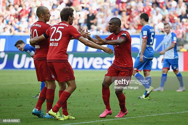 Thomas Mueller of Muenchen celebrates with his teammates after scoring his team's first goal during the Bundesliga match between 1899 Hoffenheim and...