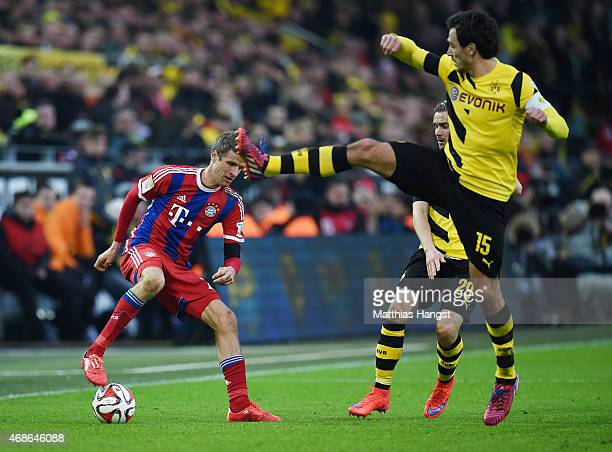 Thomas Mueller of Muenchen controls the ball against Mats Hummels of Dortmund during the Bundesliga match between Borussia Dortmund and FC Bayern...
