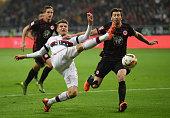 Thomas Mueller of Muenchen is challenged by David Abraham of Frankfurt during the Bundesliga match between Eintracht Frankfurt and FC Bayern Muenchen...
