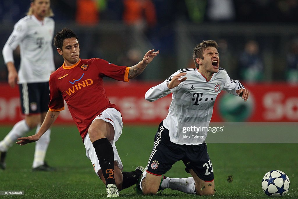 Thomas Mueller of Muenchen is challenged by Nicolas Burdisso of Roma during the UEFA Champions League group E match between AS Roma and FC Bayern...
