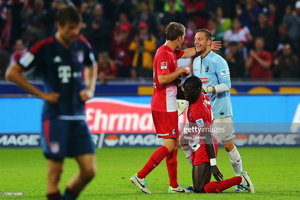 <a gi-track='captionPersonalityLinkClicked' href=/galleries/search?phrase=Thomas+Mueller&family=editorial&specificpeople=5842906 ng-click='$event.stopPropagation()'>Thomas Mueller</a> (front) of Muenchen reacts as Matthias Ginter, Fallou Diagne and goalkeeper Oliver Baumann of Freiburg of Freiburg celebrate after the Bundesliga match between SC Freiburg and FC Bayern Muenchen at MAGE SOLAR Stadium on August 27, 2013 in Freiburg im Breisgau, Germany.