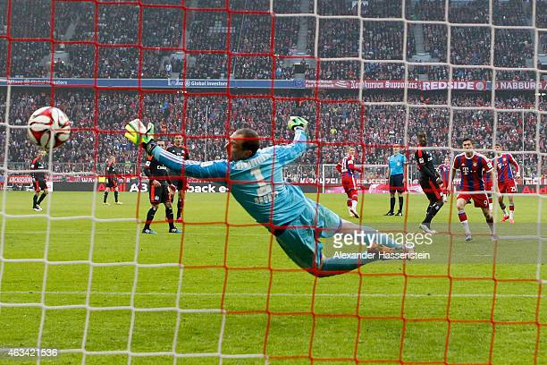 Thomas Mueller of Muenchen scores the 5th goal against Jaroslav Drobny keeper of Hamburg during the Bundesliga match between FC Bayern Muenchen and...