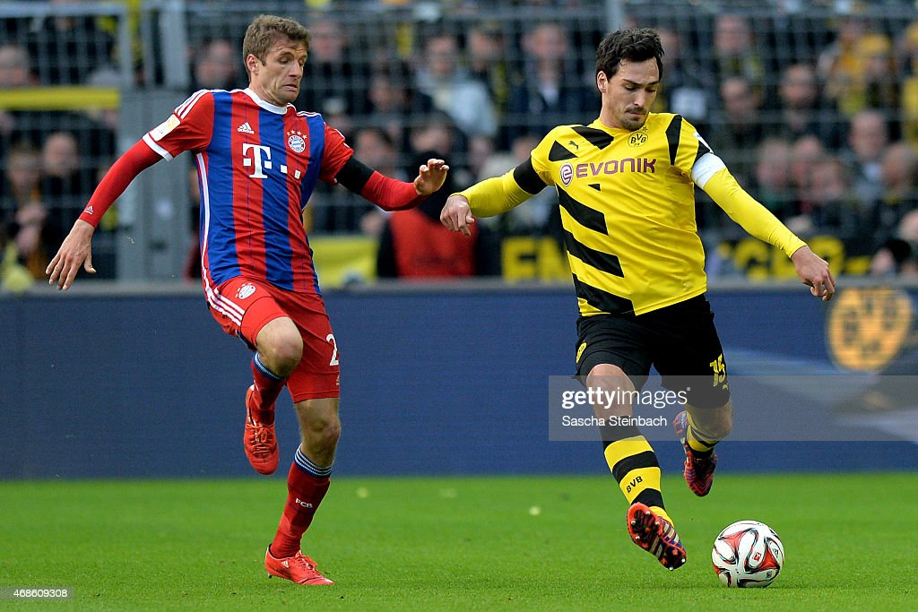 Thomas Mueller of Muenchen vies with Mats Hummels of Dortmund during the Bundesliga match between Borussia Dortmund and FC Bayern Muenchen at Signal...