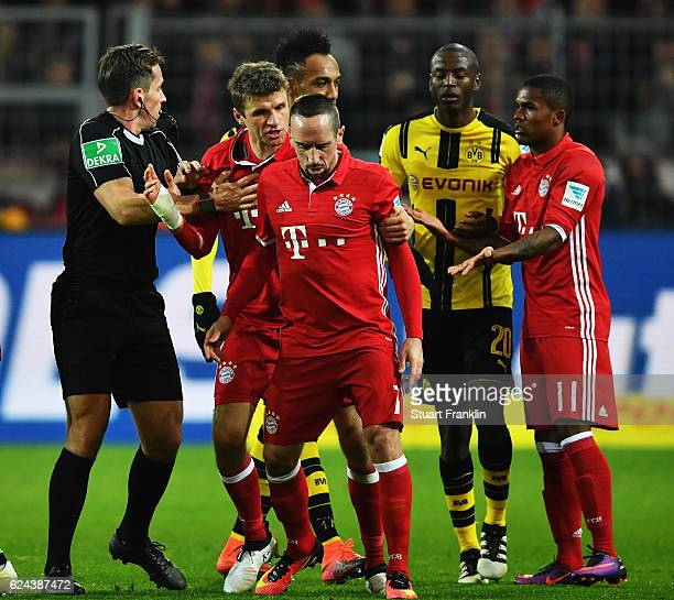 Thomas Mueller of Muenchenbreaks up a fight between Franck Ribéry and Adrián Ramos of Dortmund during the Bundesliga match between Borussia Dortmund...