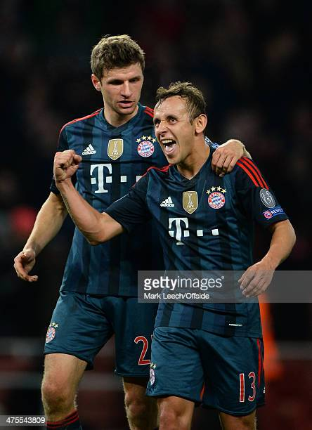 Thomas Muller and Rafinha of Bayern Munich celebrate during the UEFA Champions League match between Arsenal and FC Bayern Muenchen at Emirates...