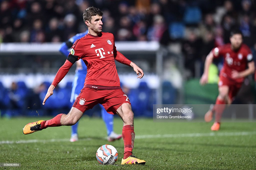 Thomas Muller of Bayern Muenchen has his penalty saved by Manuel Riemann of VfL Bochum during the DFB Cup quarter final match between VfL Bochum and Bayern Muenchen at Rewirpower Stadium on February 10, 2016 in Bochum, Germany.