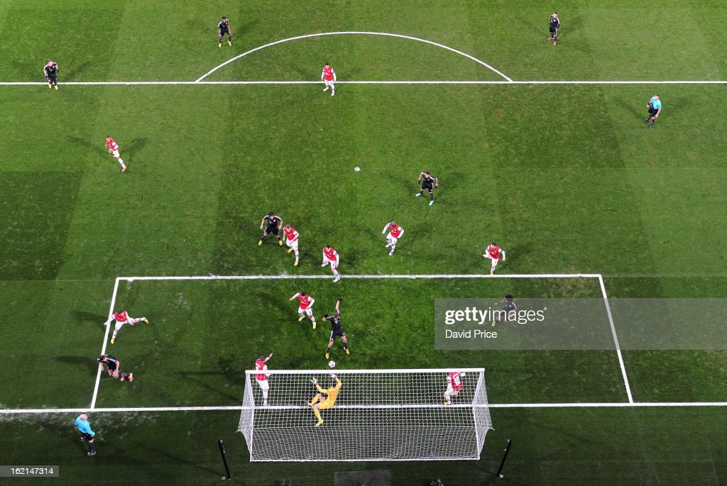 Thomas Muller scores Bayern's 2nd goal past <a gi-track='captionPersonalityLinkClicked' href=/galleries/search?phrase=Wojciech+Szczesny&family=editorial&specificpeople=6539507 ng-click='$event.stopPropagation()'>Wojciech Szczesny</a> of Arsenal during the UEFA Champions League Round of 16 first leg match between Arsenal FC and Bayern Muenchen at Emirates Stadium on February 19, 2013 in London, England.
