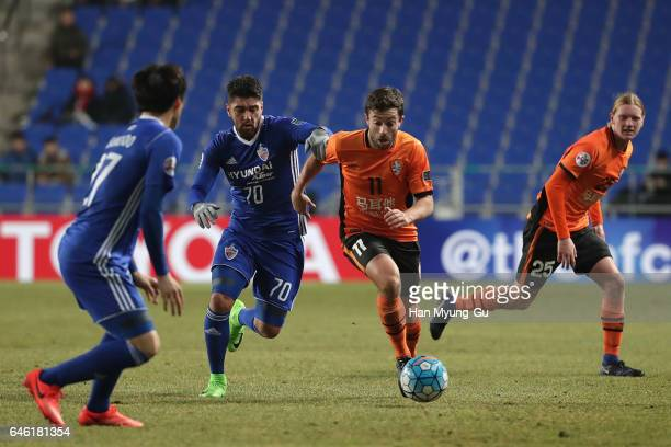 Thomas Oar of Brisbane Roar and Dimitrios Petratos of Ulsan Hyundai FC compete for the ball during the AFC Champions League Group E match between...