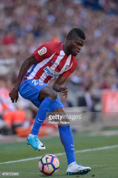 Thomas Partey of Atletico de Madrid controls the ball during a match between Club Atletico Madrid and SD Eibar as part of La Liga 2017 at Vicente...